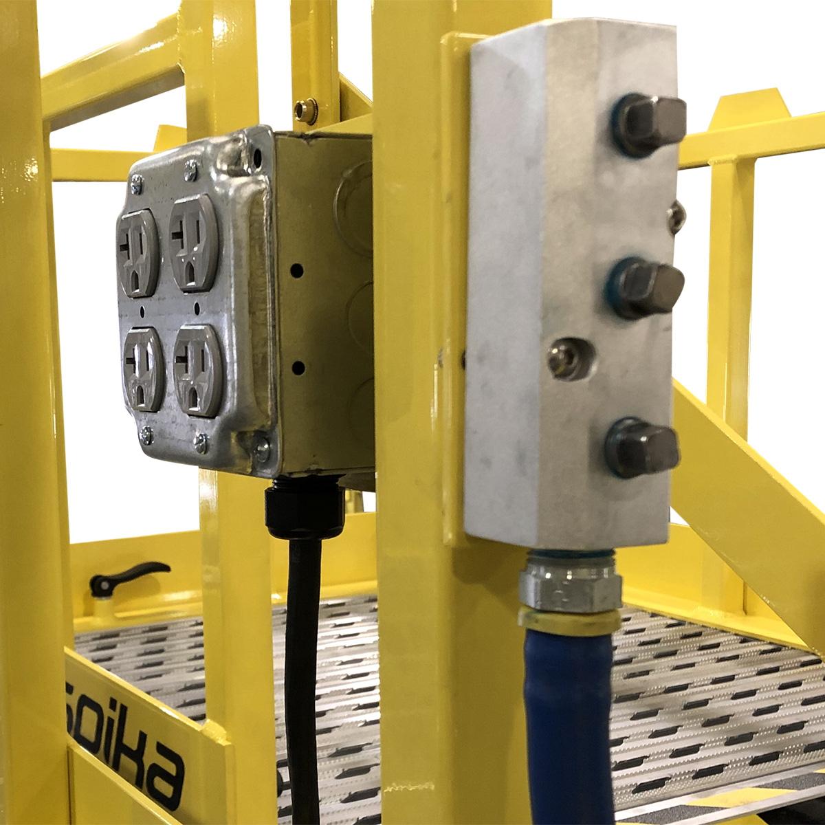On-deck electric and air supplies on OSHA compliant portable work stands.